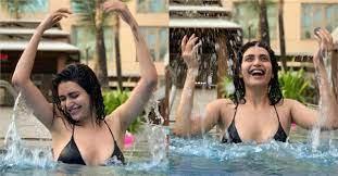 पूल में मस्ती करती दिखीं करिश्मा तन्ना, यूजर्स बोले-क्या ये सही समय है... karishma  tanna enjoy in swimming pool bollywood Tadka