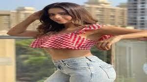 TV actress aamna sharif looks hot in onepeace dress see latest photos - आमना  शरीफ ने शेयर कीं HOT फोटोज, फैन्स कर रहे जमकर तारीफ 1